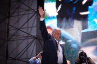 El presidente electo de México, Andrés Manuel López Obrador, celebró con sus seguidores los resultados en el Zócalo en la capital mexicana el 1 de julio. Credit Pedro Mera/Getty Images