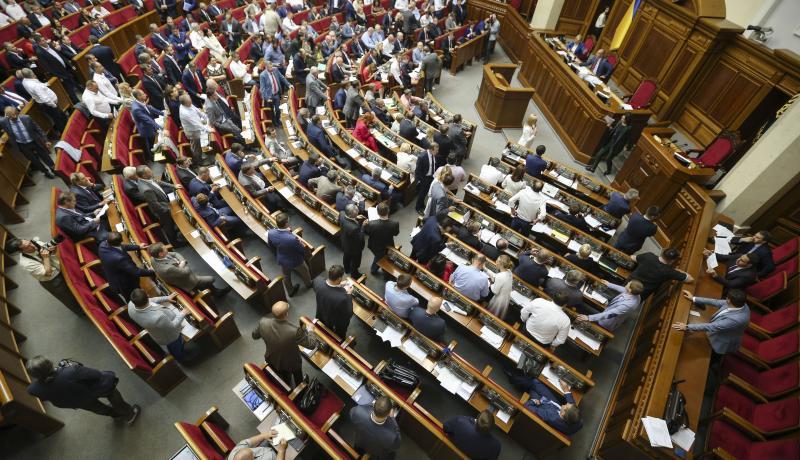Ukrainian MPs vote on anti-corruption legislation in the parliament in Kyiv. Photo via Getty Images.