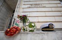 Un memorial para John McCain afuera de las oficinas del Senado en Washington Credit Jim Lo Scalzo/EPA, vía Shutterstock