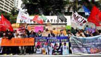 Activistas medioambientales protestan durante la jornada inaugural de la Conferencia del Cambio Climático en Bangkok el 4 de septiembre. NARONG SANGNAK (EFE)