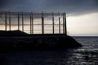 Una valla fortificada separa Ceuta, al norte de España, de Marruecos Credit Juan Medina/Reuters