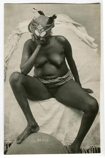 Au XIXe siècle, les Français comptent parmi les plus nombreux voyageurs photographes au monde, si bien que pour nommer une image érotico-exotique, l'expression «French postcard» s'impose. Coll. O. Auger