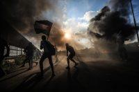 Palestinos lanzaron piedras en respuesta a la intervención de las fuerzas israelíes durante un mitin antiocupación cerca de la Franja de Gaza el 18 de septiembre. crédito Mustafa Hassona/Anadolu Agency, vía Getty Images