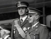 El 10 de junio de 1971 el entonces príncipe Juan Carlos de Borbón y el general Francisco Franco atendieron a una celebración en Madrid. Credit Dsk/Agence France-Presse — Getty Images