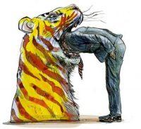 Con la cabeza en la boca del tigre