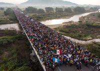 La caravana migrante, que se dirige a Estados Unidos, salió del estado de Chiapas rumbo a Oaxaca el 27 de octubre de 2018. CreditGuillermo Arias/AFP Agence France-Presse