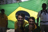 Seguidores de Jair Bolsonaro, candidato a la presidencia de Brasil, en Río de Janeiro el 9 de septiembre de 2018 CreditAntonio Lacerda/EPA, vía Shutterstock