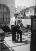 El autor y su padre, Rubens Paiva, alrededor de 1969, en Leblon, Río de Janeiro