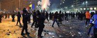 Manifestation face au siège du gouvernement contre un décret controversé pour pardonner les politiciens corrompus. Bucarest, 2017. © Daniel Mihailescu/AFP Photo ©