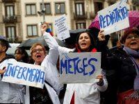 Médicos de atención primaria protestan frente a la sede del Instituto Catalán de la Salud (ICS). Toni Albir EFE