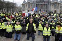 Des gilets jaunes à Lille, le 8 décembre. Photo François Lo Presti. AFP