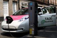 Un vehículo eléctrico, que funciona como taxi en Ciudad de México, en marzo de 2018 Credit Edgard Garrido/Reuters