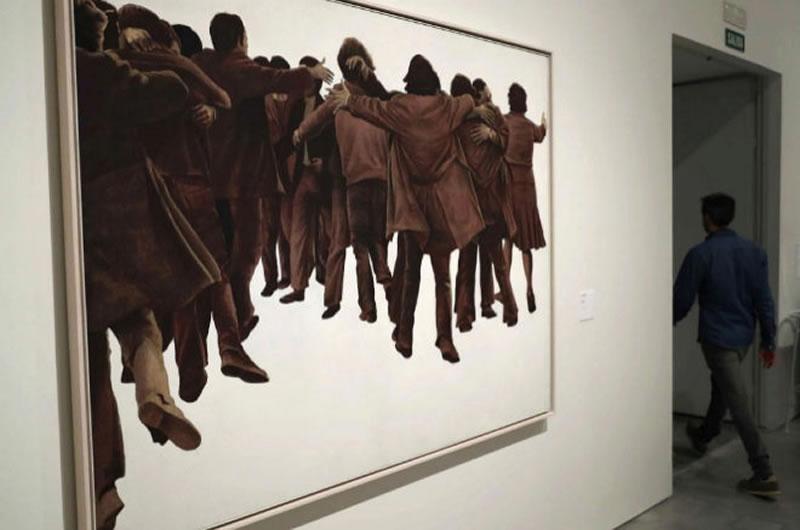 'El Abrazo', el cuadro de Juan Genovés, símbolo de la Constitución. EFE