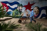 Un mural en Managua representa al líder de la Revolución cubana, Fidel Castro (a la izquierda), y al líder de la Revolución sandinista, Daniel Ortega. Credit Meridith Kohut para The New York Times