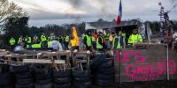 Sur le camp de base des « gilets jaunes » au Magny, le long de la route Centre Europe Atlantique, à hauteur de Montceau-les-Mines, le 18 décembre 2018. ARNAUD FINISTRE/HANS LUCAS pour « Le Monde »