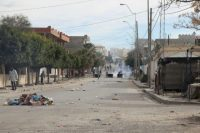 Des manifestants jettent de pierres contre les forces de l'ordre après avoir érigé des barricades de fortune le 25 décembre 2018 à Kasserine, en Tunisie Photo Hatem SALHI. AFP
