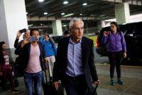 Jorge Ramos llegó al Aeropuerto Internacional Simón Bolívar, en Caracas, el martes 26 de febrero después de que se ordenó su deportación del país. Credit Carlos Garcia Rawlins/Reuters