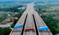 El ejército venezolano bloqueó el puente internacional Las Tienditas, entre Cúcuta, en Colombia, y Táchira, en Venezuela, para evitar el paso de ayuda humanitaria. Credit Edinson Estupinan/Agence France-Presse — Getty Images