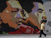 Un mural en Caracas con los retratos de Hugo Chávez y Nicolás Maduro Credit Juan Barreto/Agence France-Presse — Getty Images