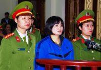 La militante des droits de l'homme Tran Thi Nga comparaît le 22 décembre 2017 devant un tribunal populaire de la province d'Ha Nam (nord du pays). Elle a été condamnée à neuf ans de prison. Photo Vietnam News Agency. AFP