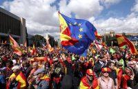 Las banderas de España y la Unión Europea en una marcha a favor de Vox, el partido de extrema derecha español, el 30 de marzo de 2019. Credit Sergio Pérez/Reuters