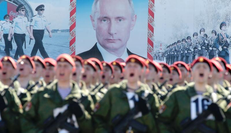 Soldiers drill for the Victory Day parade in front of a portrait of Vladimir Putin. Photo: Getty Images.