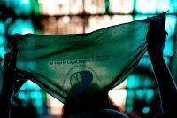Los pañuelos verdes han sido un símbolo de la legalización del aborto en América Latina. Credit Natacha Pisarenko/Associated Press