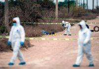 Miembros del equipo forense del estado de Nuevo León, en México, trabajan en el lugar en el que fueron encontradas cuatro personas asesinadas en febrero de 2019. CreditJulio César Aguilar/Agence France-Presse — Getty Images