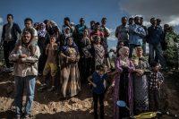 Residentes locales observan a las fuerzas de seguridad en Oued Ellil, al este de la ciudad de Túnez, el 24 de octubre de 2014. Foto: Xinhua/Pan Chaoyue