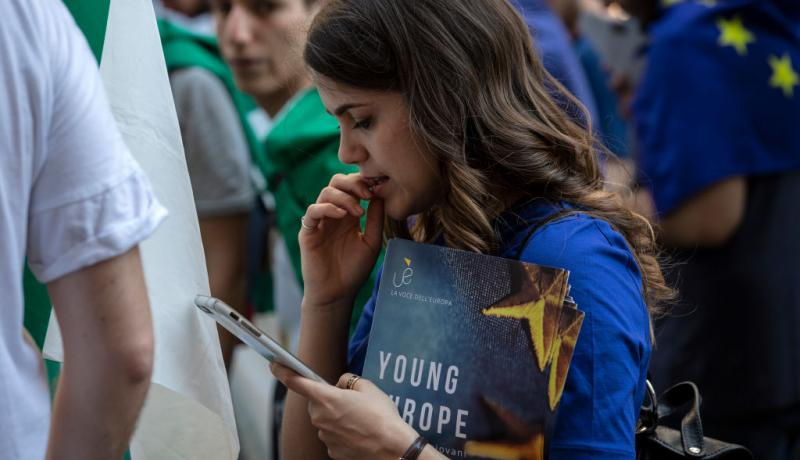 Young woman at the March for Europe in May 2018. Photo by Emanuele Cremaschi/Getty Images