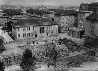 Les ruines de l'hôpital Bichat, détruit par un bombardement. Photo prise le 26 août 1944, au lendemain de la libération de Paris. AFP