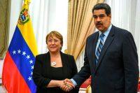 Michelle Bachelet, la alta comisionada para los Derechos Humanos de las Naciones Unidas, saluda a Nicolás Maduro, el presidente de Venezuela, en el Palacio de Miraflores el 21 de junio de 2019. Credit Yuri Cortez/Agence France-Presse — Getty Images