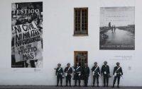 Soldados Colombianos en guardia frente al Claustro de San Agustín, en Bogotá, el 29 de agosto de 2019. (Fernando Vergara/AP Photo)