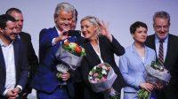 Marine le Pen y Geert Wilders, flanqueados por Matteo Salvini y Frauke Petry, en la reunión de la ultraderecha europea en Coblenza, el pasado 21 de enero, en Alemania. Wolfgang Rattay reuters.