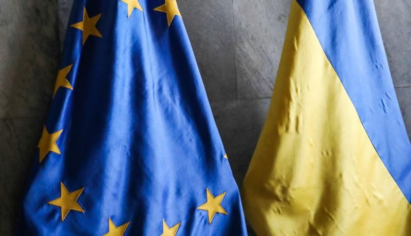 EU and Ukraine flags in Lviv town hall. Photo via Getty Images.