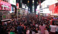 Cientos de personas recorren Times Square en Nueva York el pasado 21 de septiembre en busca de recuerdos, fotografías y entradas para espectáculos. Ludovic MARIN ( AFP)