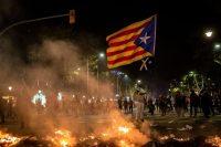 Las manifestaciones crecen en Cataluña tras el encarcelamiento de los líderes independentistas (Angel Garcia/Bloomberg)