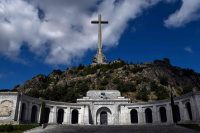 El Valle de los Caídos, el monumento donde descansan los restos de Franco, que serán ahora llevados a un panteón civil cerca de Madrid. (OSCAR DEL POZO / AFP)