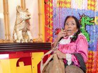 """""""La India María,"""" un personaje de la televisión mexicana de la actriz María Elena Velasco, es parte de una larga historia de burla hacia los indígenas en América Latina"""