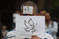 Un manifestante a favor de los Acuerdos de Paz de Colombia en una marcha en Medellín en marzo de 2019Credit...Luis Eduardo Noriega/EPA vía Shutterstock