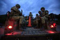 Miembros de la Guardia Nacional de México patrullan en el estado de Chiapas . (Rebecca Blackwell)