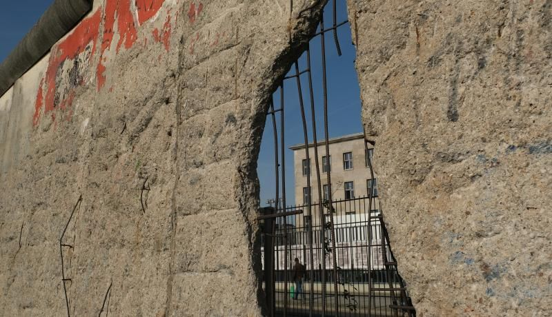 Part of the Berlin Wall still standing today. 9 November marks the 30th anniversary of the fall of the Berlin Wall that soon led to the collapse of the communist East German government. Photo: Getty Images.