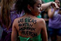 Una joven participa en las demostraciones a favor del aborto en Buenos Aires, Argentina, el 10 de abril de 2018. (Natacha Pisarenko/AP Photo)
