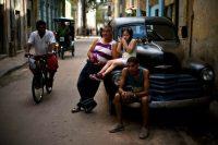 Una postal habanera del 10 de abril de 2019, día en el que Raúl Castro anunció un periodo de escasezCredit...Ramón Espinosa/Associated Press