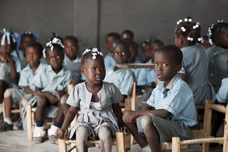 Muy pocas madres se pueden permitir que sus 'bebés de paz' vayan a colegios como este de Kolminy. Michelle D. Milliman/Shutterstock.com