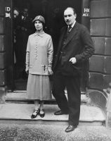 "John Maynard Keynes, with his wife, Lydia Lopokova, in the 1920s, as some of the baleful results he warned of in ""The Economic Consequences of the Peace"" were playing out.Credit...Bettmann/Getty Images"