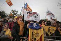 Manifestation de soutien aux élus catalans emprisonnés, mardi à Barcelone. Photo Joan Mateu. AP