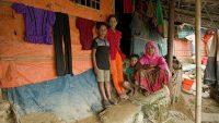 Una familia en Bangladés, uno de los países más afectados por la neumonía. UNICEF/UN0326726/Sujan