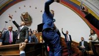Opposition lawmakers enter the building of Venezuela's National Assembly in Caracas, Venezuela January 5, 2020. REUTERS/Manaure Quintero