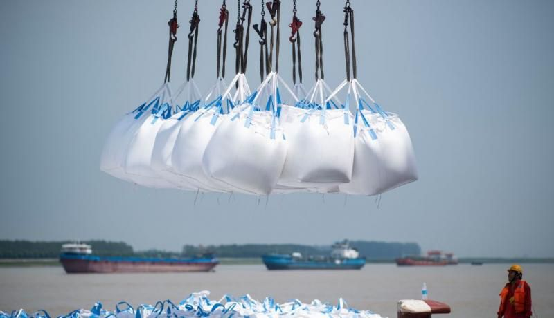 Unloading at a port in Zhangjiagang. Photo: Getty Images.